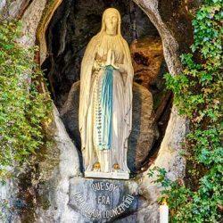 Nuestra-Señora-de-Lourdes-maria-por-el-mundo
